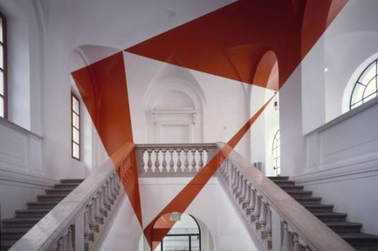 %22Trois Triangles Oranges,%22 2001, photo © Felice Varini openhouse-magazine-illusionist-altered-images-art-photography-felice-varini-stylepark