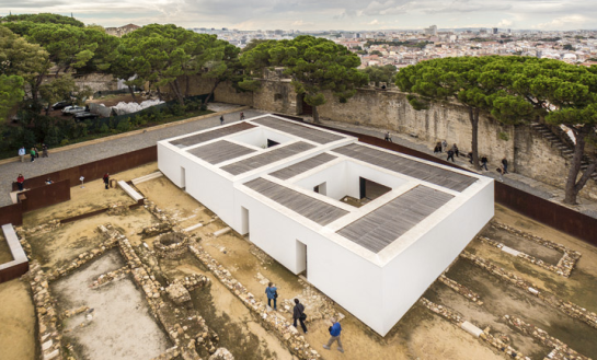 openhouse-magazine-above-ground-architecture-archaeological-museum-of-praca-nova-do-castelo-de-sao-jorge-by-joao-luis-carrilho-da-graca-portugal-photography-fernando-guerra-fg-sg 1